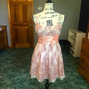 Prom or special event dress womens 5/6 peach